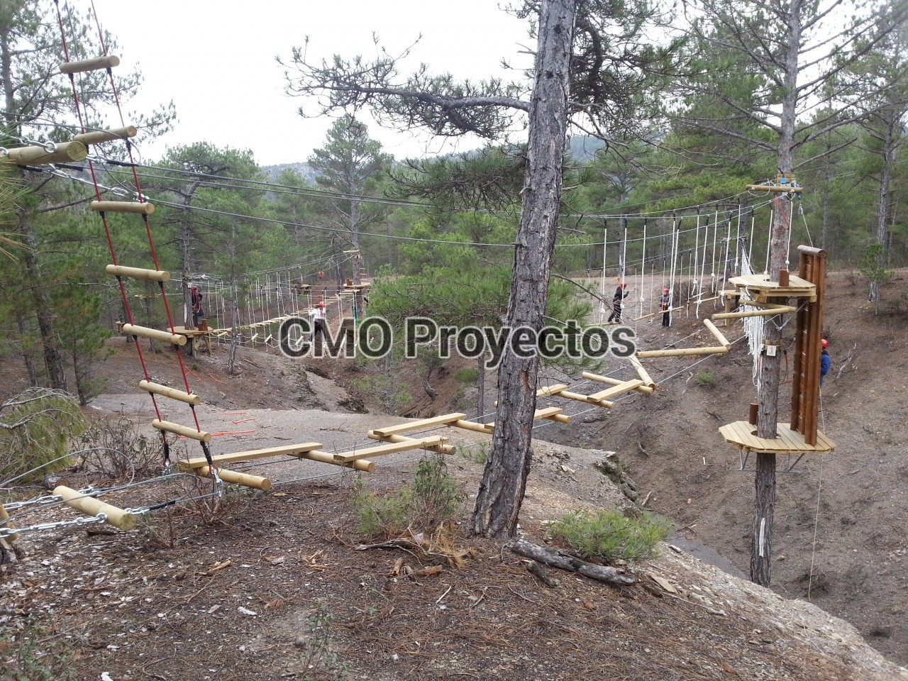 Circuitos en árboles con sistema bulón en Parque Multiaventura CMO Proyectos