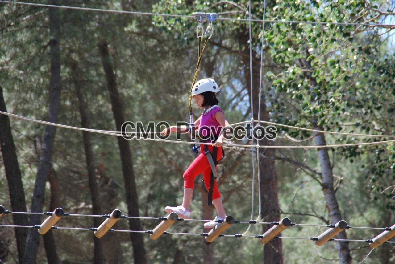 Children courses on mini-totems en Parque Multiaventura CMO Proyectos