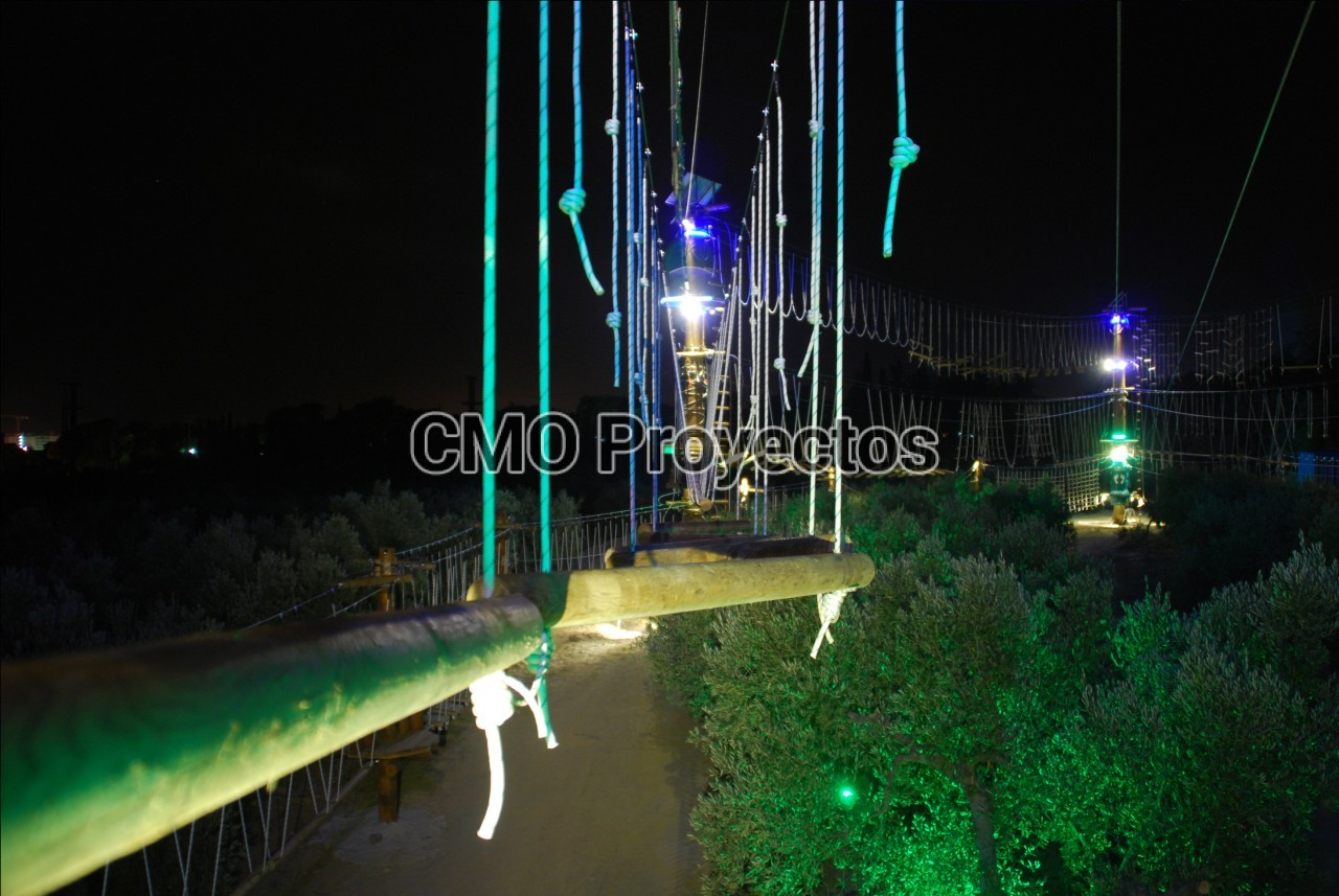 Night lighting en Parque Multiaventura CMO Proyectos