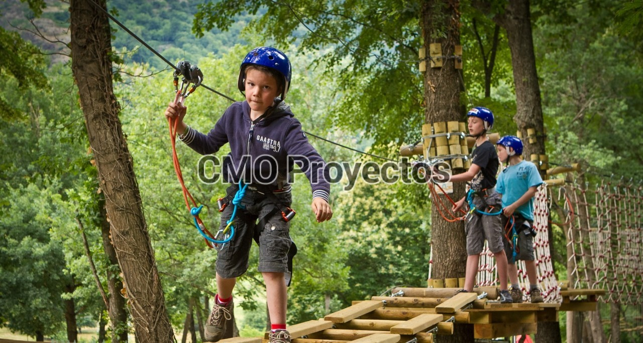 Circuitos infantiles en árboles en Parque Multiaventura CMO Proyectos
